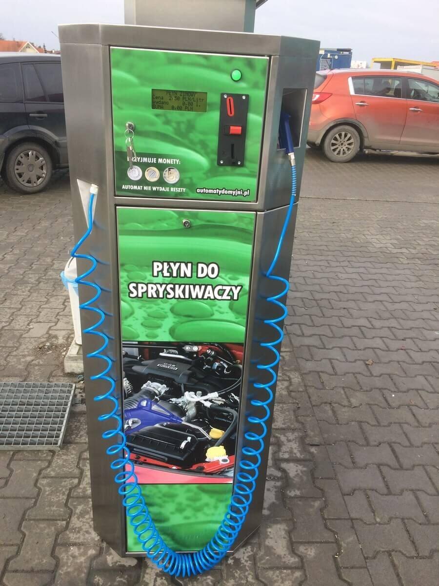 Zielony dystrybutor płynu do spryskiwaczy