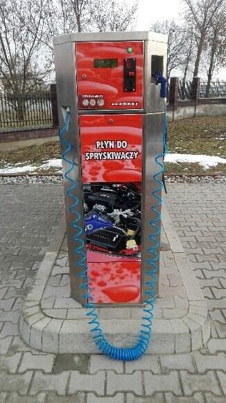 Czerwone urządzenie dystrybutor płynu do spryskiwaczy na myjnię